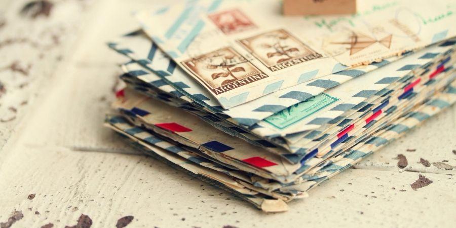 Стопка почтовых писем
