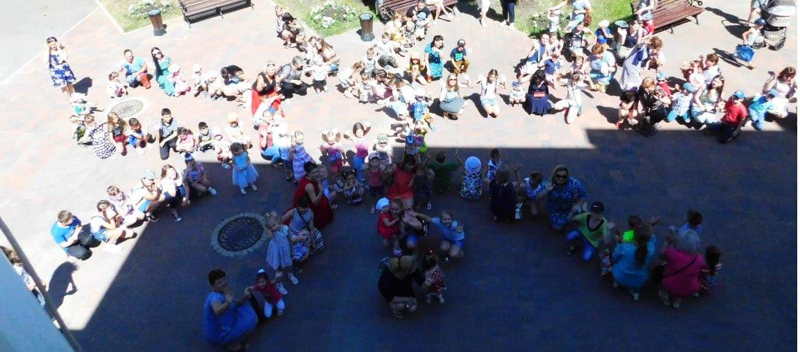В Невинномысске устроили флешмоб ко Дню защиты детей