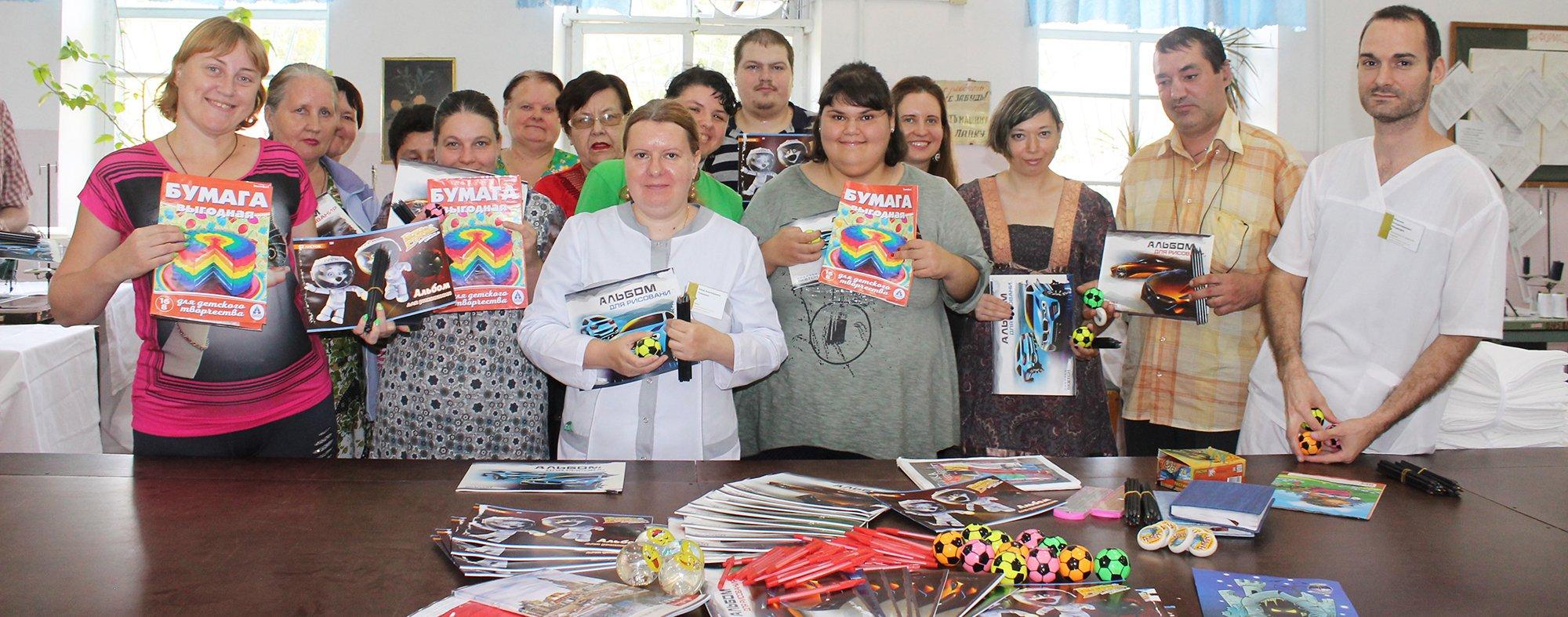 Пациентам ЛПТМ вручили подарки ко Дню благотворительности