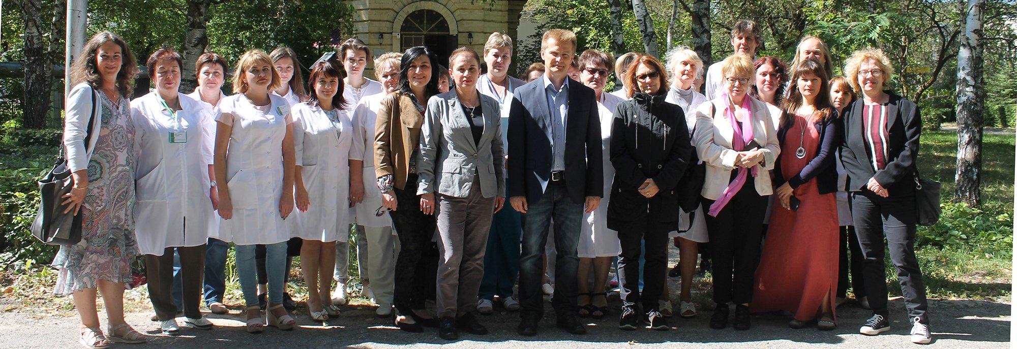Делегация из Германии посетила больницу и почтила память погибших пациентов
