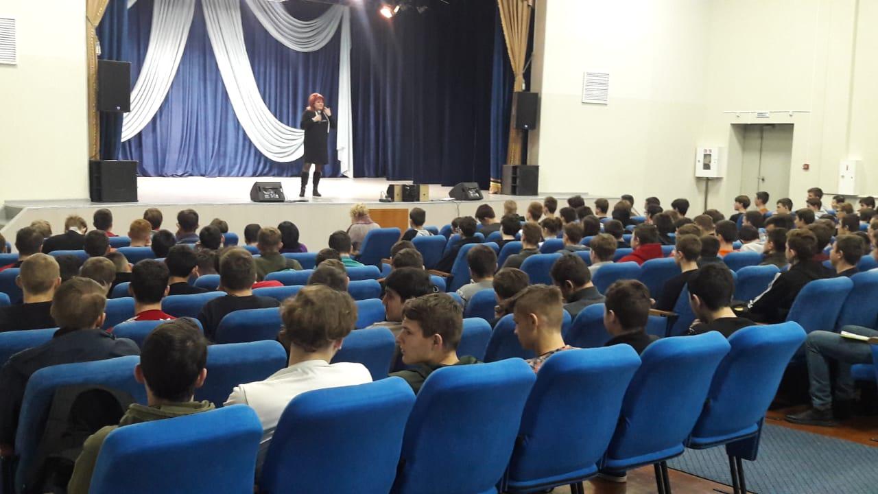 В Невинномысске учащимся техникума рассказали о вреде снюсов