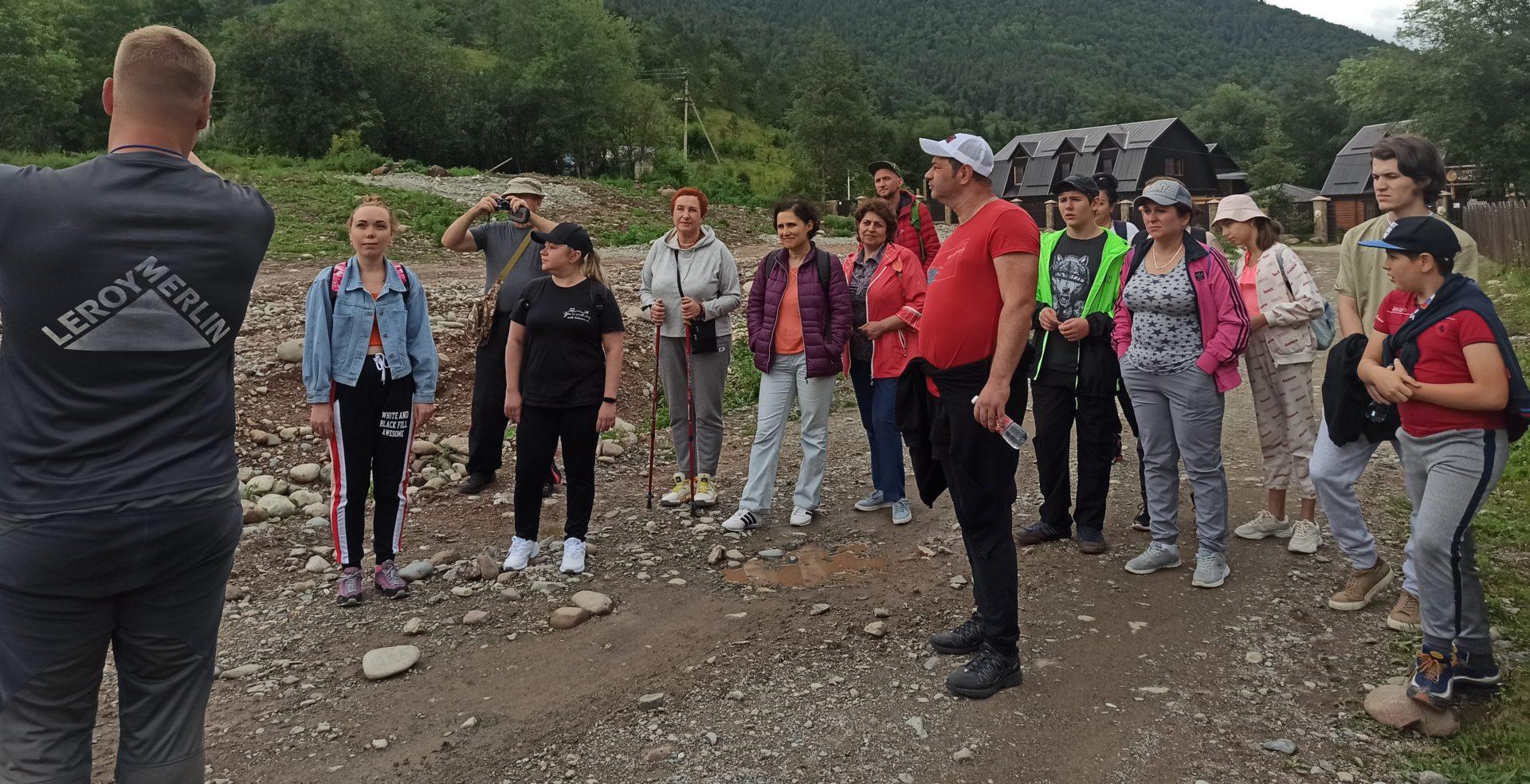 Работники психиатрической больницы восстанавливают душевное здоровье в горах Северного Кавказа